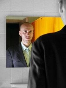 mann-vor-spiegel-photocase225617343