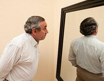 spiegel_selbstbild_fremdbild_xs_iStock_000012936524XSmall