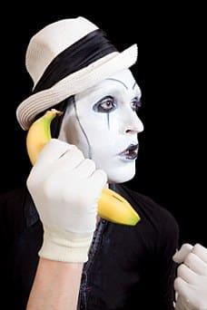 Pantomime, Banane_xs_iStock_000021858860XSmall