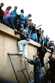 Berliner_Mauer-Fall_1989_Flickr_CC_Vivao Pictures