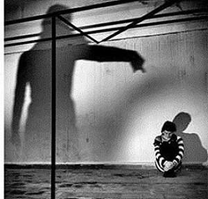 Schuldgefühle verfolgen einen wie ein Schatten.